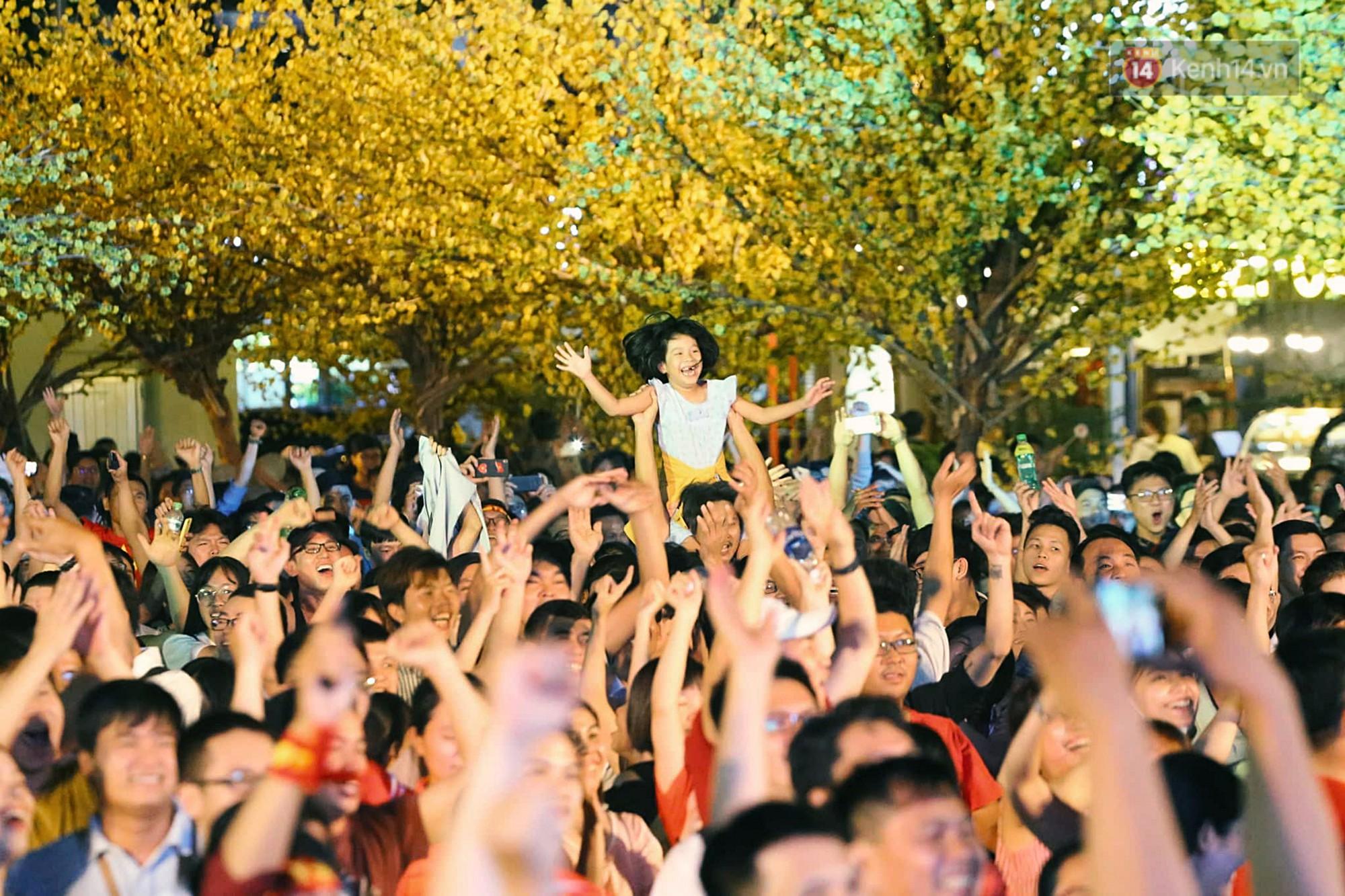 120 phút khó quên: Những cảm xúc từ hụt hẫng, thót tim đến vỡ òa hạnh phúc của người hâm mộ trong trận thắng lịch sử của ĐT Việt Nam - Ảnh 11.