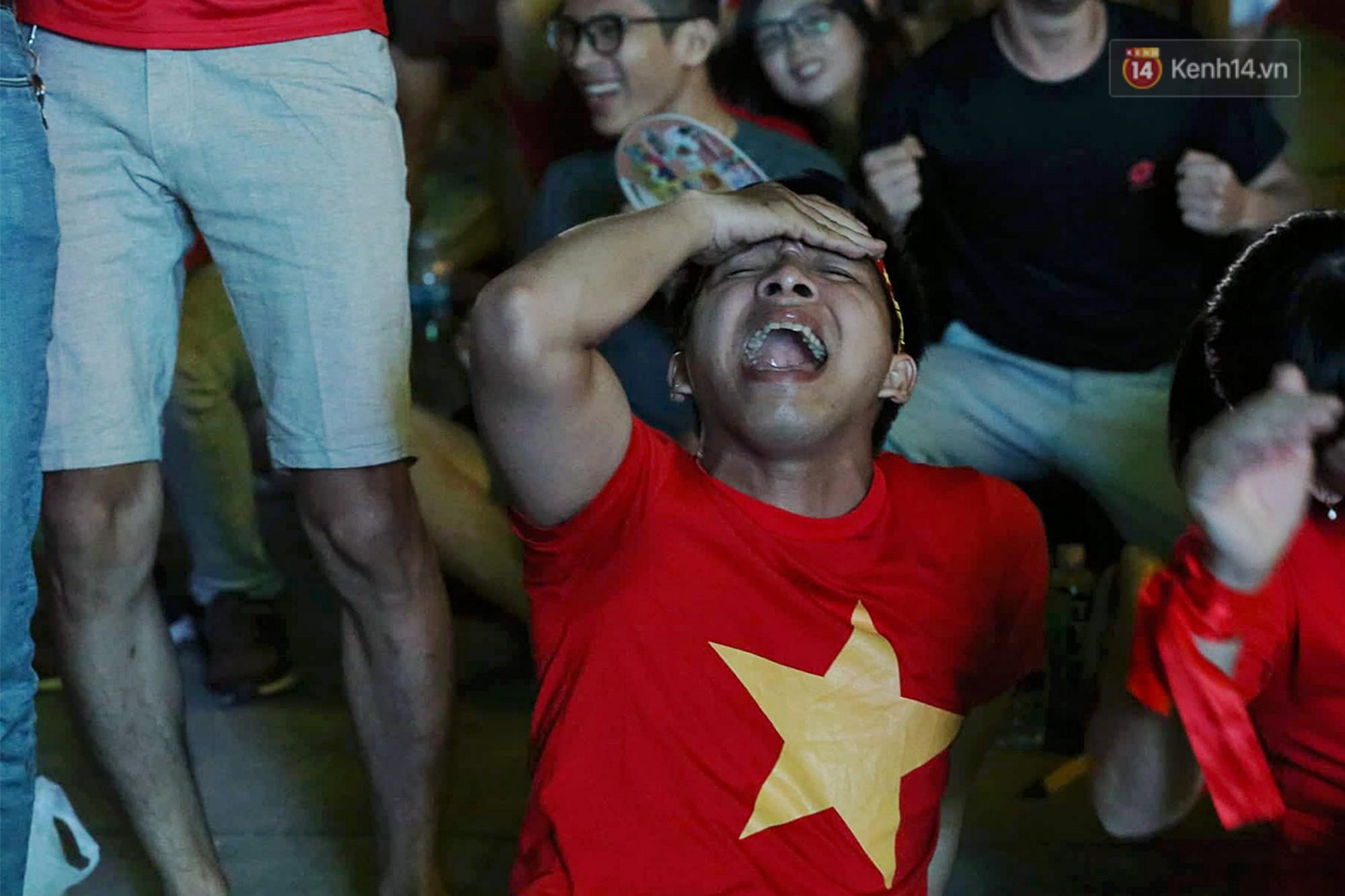 120 phút khó quên: Những cảm xúc từ hụt hẫng, thót tim đến vỡ òa hạnh phúc của người hâm mộ trong trận thắng lịch sử của ĐT Việt Nam - Ảnh 6.