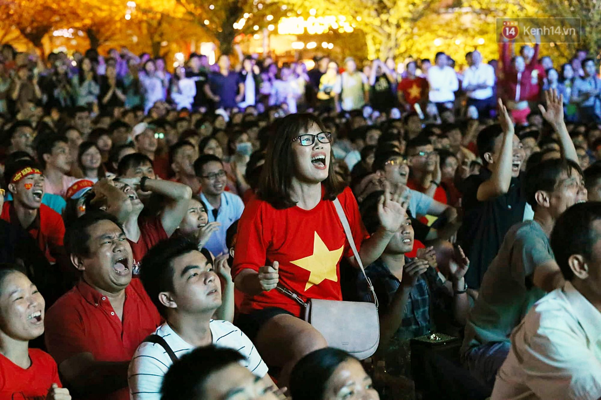 120 phút khó quên: Những cảm xúc từ hụt hẫng, thót tim đến vỡ òa hạnh phúc của người hâm mộ trong trận thắng lịch sử của ĐT Việt Nam - Ảnh 2.