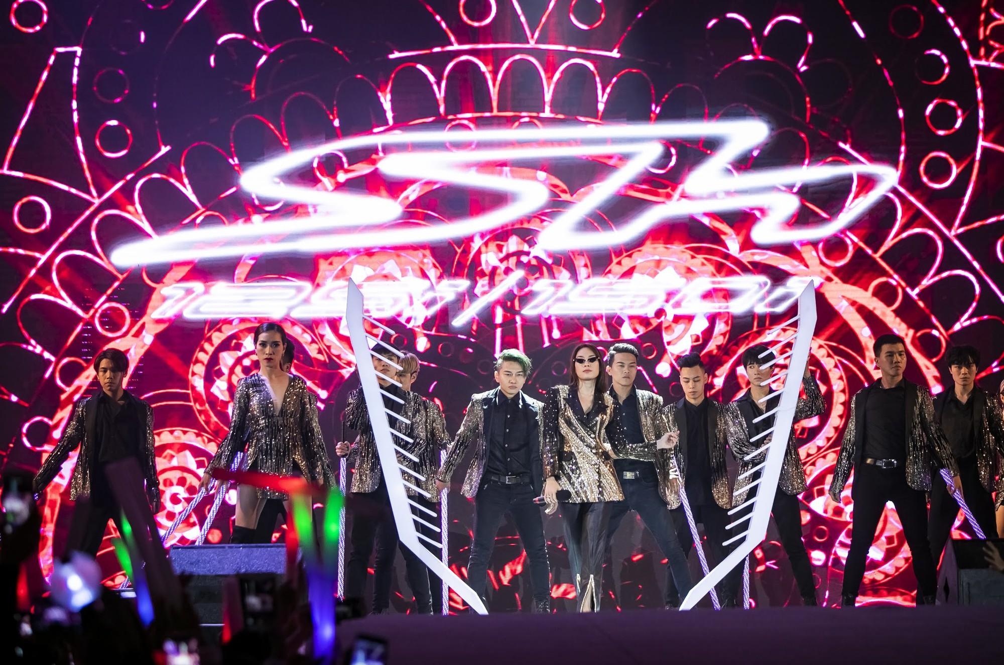 """""""Cán mốc"""" 48.000 khán giả, đêm nhạc công nghệ hologram thành công rực rỡ tại Hà Nội - Ảnh 9."""