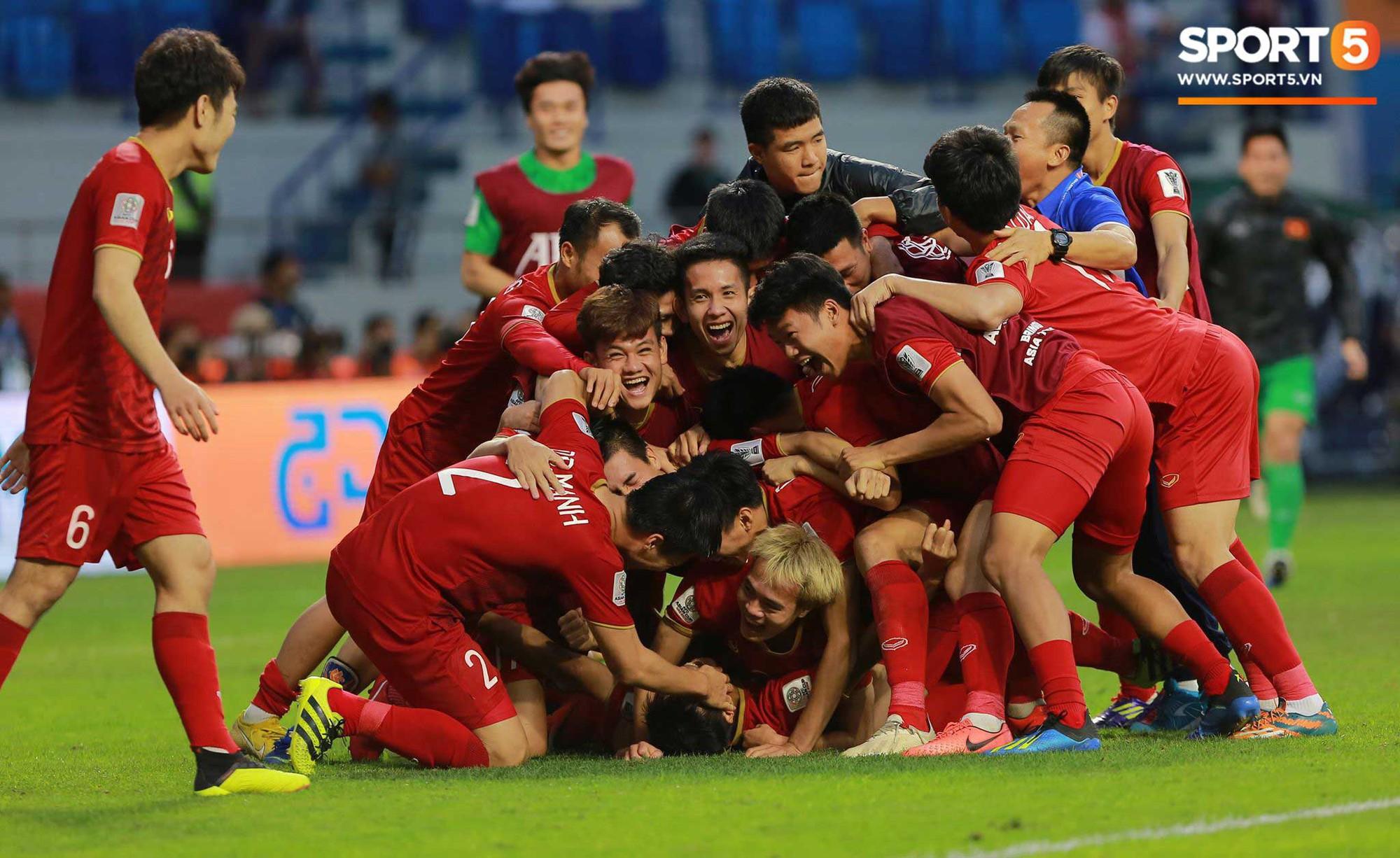 Dân mạng các nước từng chịu thua trước tuyển Việt Nam gửi lời chúc mừng chiến thắng lịch sử - Ảnh 1.