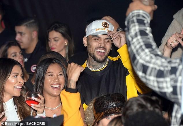 Biến lớn: Chris Brown bị cảnh sát bắt giữ tại Pháp vì dính nghi án cưỡng hiếp cấp độ nghiêm trọng - Ảnh 1.