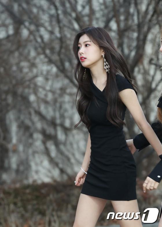 Hơn 80 sao Hàn đổ bộ thảm đỏ Gaon 2019: Tzuyu xuất sắc, nữ thần lai và mỹ nhân TWICE gây chú ý vì vòng 1 đốt mắt - Ảnh 23.