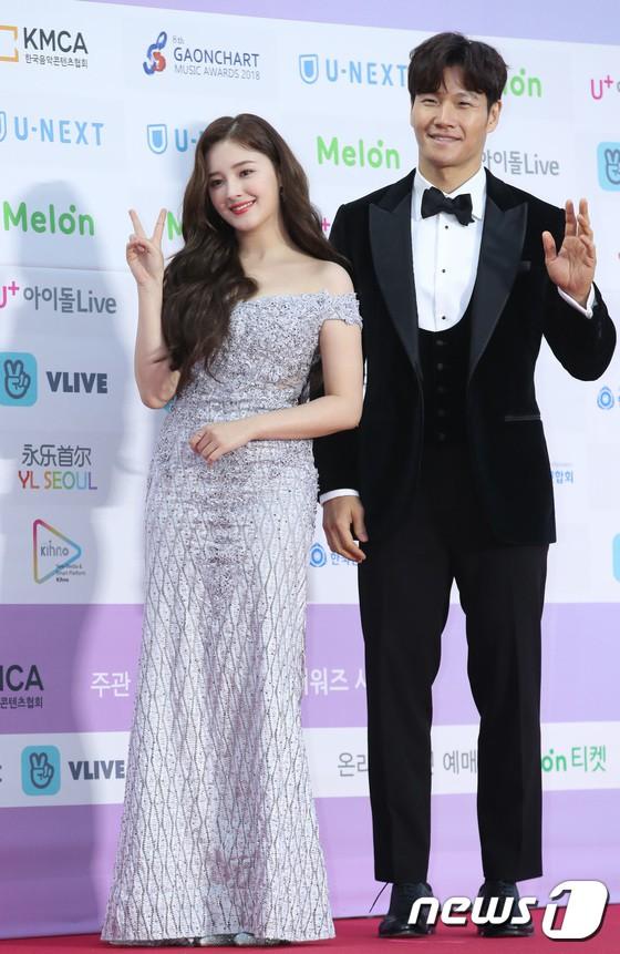 Hơn 80 sao Hàn đổ bộ thảm đỏ Gaon 2019: Tzuyu xuất sắc, nữ thần lai và mỹ nhân TWICE gây chú ý vì vòng 1 đốt mắt - Ảnh 13.