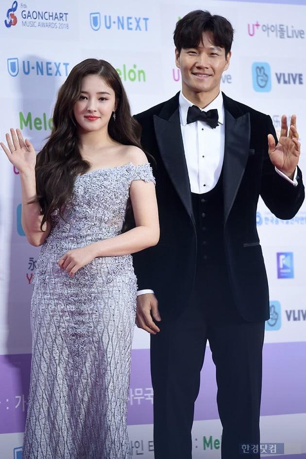 Hơn 80 sao Hàn đổ bộ thảm đỏ Gaon 2019: Tzuyu xuất sắc, nữ thần lai và mỹ nhân TWICE gây chú ý vì vòng 1 đốt mắt - Ảnh 14.
