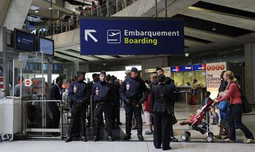 Bộ Ngoại giao thông tin chính thức vụ nữ du khách Việt bị mắc kẹt tại Pháp - Ảnh 3.