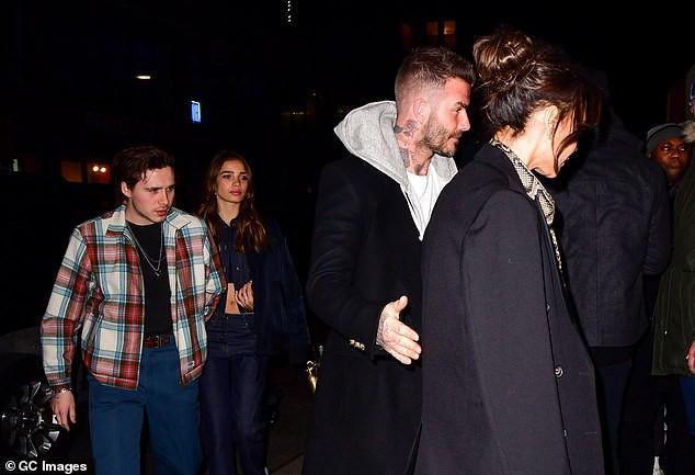 Vợ chồng Beckham xuất hiện sang chảnh ngút ngàn trên phố, không hổ danh cặp đôi đẳng cấp nhất thế giới! - Ảnh 9.