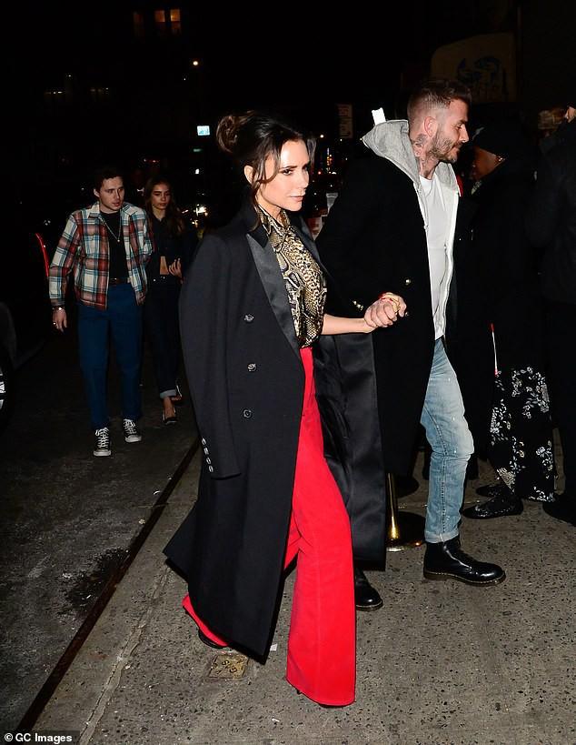Vợ chồng Beckham xuất hiện sang chảnh ngút ngàn trên phố, không hổ danh cặp đôi đẳng cấp nhất thế giới! - Ảnh 8.