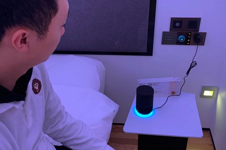 Khám phá khách sạn đậm chất viễn tưởng của Alibaba, nơi robot phục vụ tận răng, điều khiển phòng bằng giọng nói, giá khởi điểm 4,7 triệu/đêm - Ảnh 3.