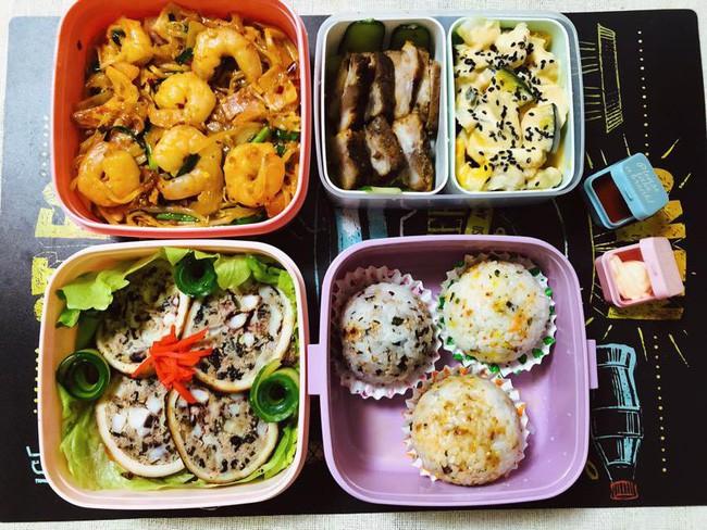 Tròn mắt thán phục người vợ quốc dân: Mỗi ngày chồng đi làm là một hộp cơm vừa ngon vừa đẹp, đủ 26 bữa/tháng - Ảnh 3.