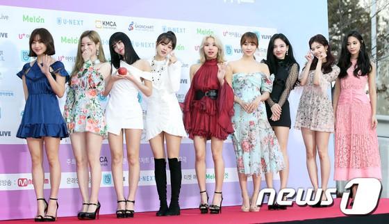 Hơn 80 sao Hàn đổ bộ thảm đỏ Gaon 2019: Tzuyu xuất sắc, nữ thần lai và mỹ nhân TWICE gây chú ý vì vòng 1 đốt mắt - Ảnh 12.
