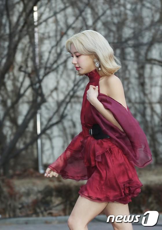 Hơn 80 sao Hàn đổ bộ thảm đỏ Gaon 2019: Tzuyu xuất sắc, nữ thần lai và mỹ nhân TWICE gây chú ý vì vòng 1 đốt mắt - Ảnh 9.