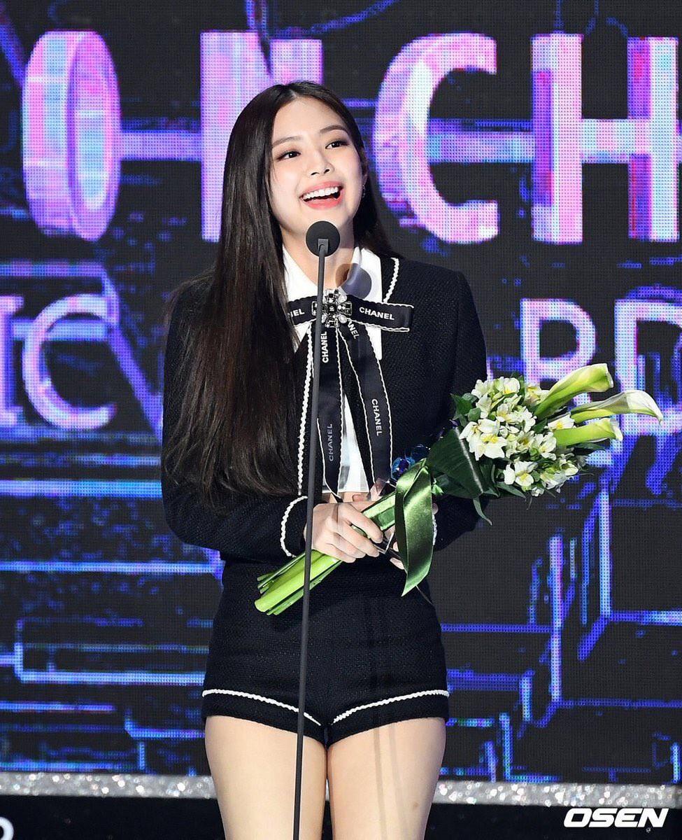 Hậu liên hoàn scandal vẫn được lòng công chúng, Jennie thẳng tay dằn mặt antifan và Dispatch tại sân khấu GMA - Ảnh 5.