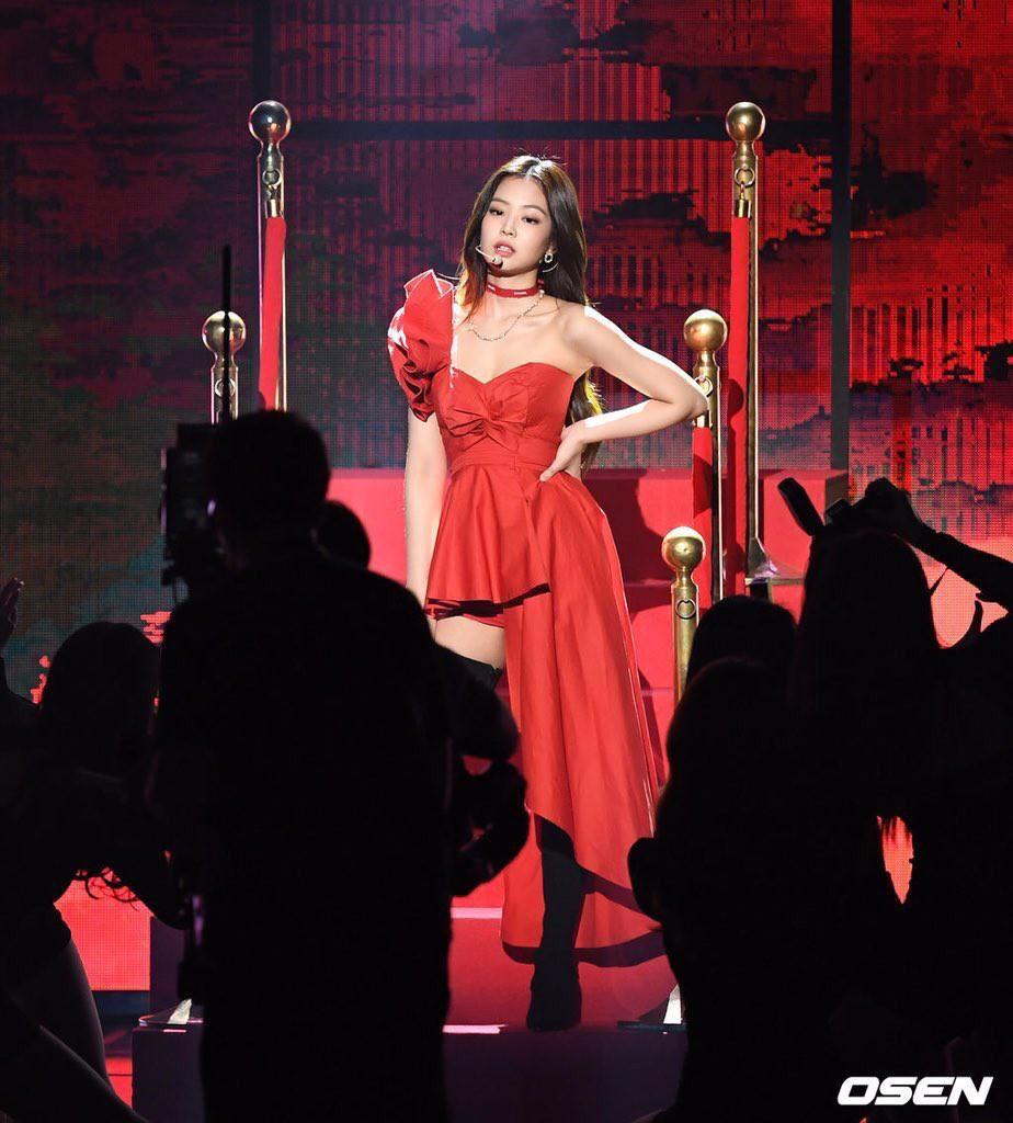 Hậu liên hoàn scandal vẫn được lòng công chúng, Jennie thẳng tay dằn mặt antifan và Dispatch tại sân khấu GMA - Ảnh 6.