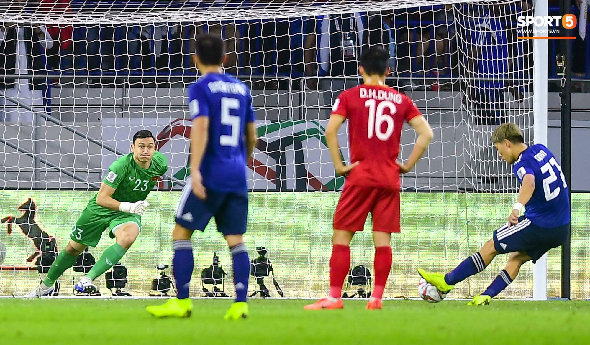 Hôm nay là một ngày... buồn cười. VAR cứu cho Việt Nam bàn thua đầu tiên nhưng cũng chính VAR lại giết chết chúng ta khi giúp Nhật Bản được hưởng quả penalty.