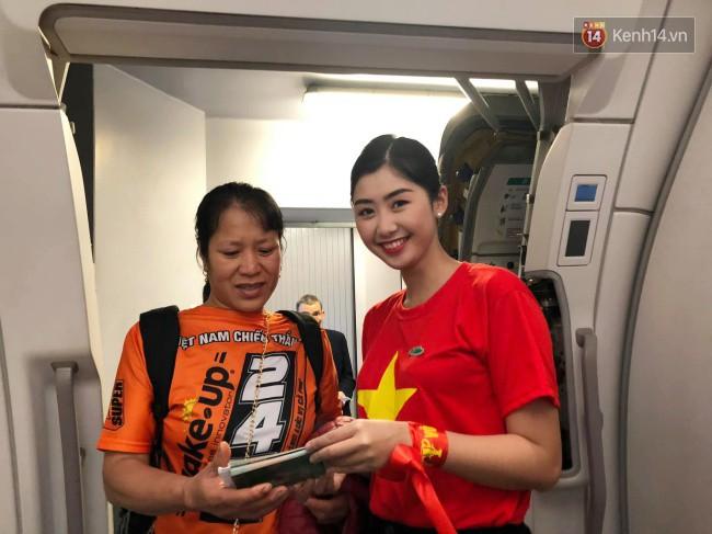 Bố mẹ Văn Hậu, Tiến Dũng và anh trai Quang Hải sang Dubai cổ vũ cho ĐT Việt Nam trong trận tứ kết Asian Cup gặp Nhật Bản - Ảnh 8.