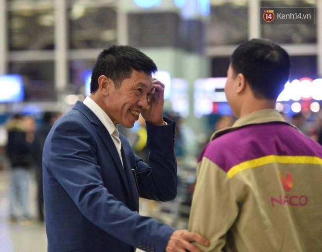 Bố mẹ Văn Hậu, Tiến Dũng và anh trai Quang Hải sang Dubai cổ vũ cho ĐT Việt Nam trong trận tứ kết Asian Cup gặp Nhật Bản - Ảnh 3.