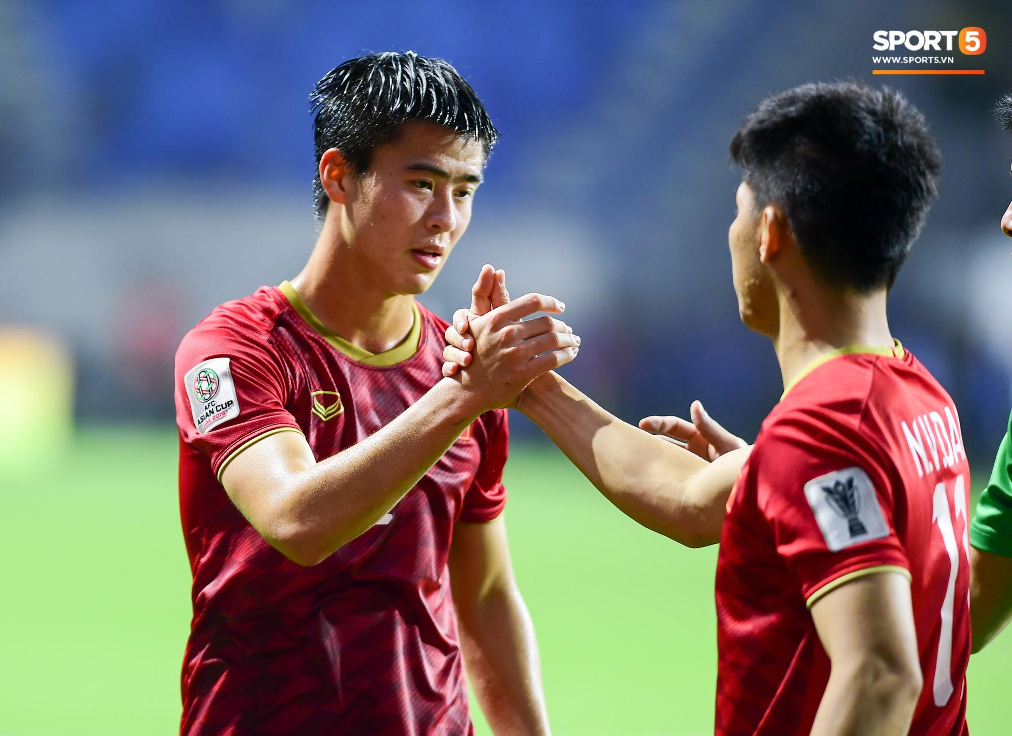 Tiếng còi kết thúc trận đấu vang lên cũng là lúc các tuyển thủ Việt Nam trút tiếng thở dài. Họ đã cố gắng hết sức nhưng không thể lật ngược tình thế, đành chịu thua Nhật Bản với tỷ số 0-1 chung cuộc.