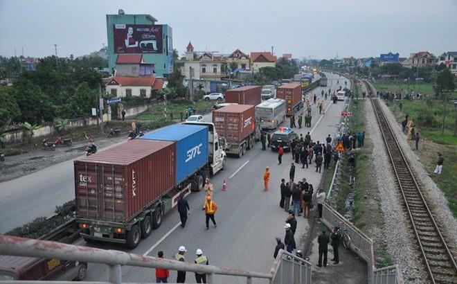 Tai nạn thảm khốc khiến 8 người chết ở Hải Dương: Thiết kế của cầu vượt đi bộ không sai! - Ảnh 1.