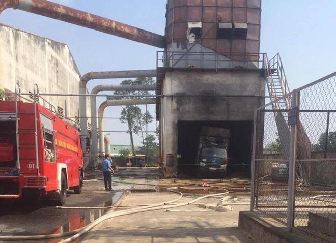 Bình Dương: Cháy công ty sau tiếng nổ lớn, 1 người chết, nhiều người bị thương - Ảnh 2.