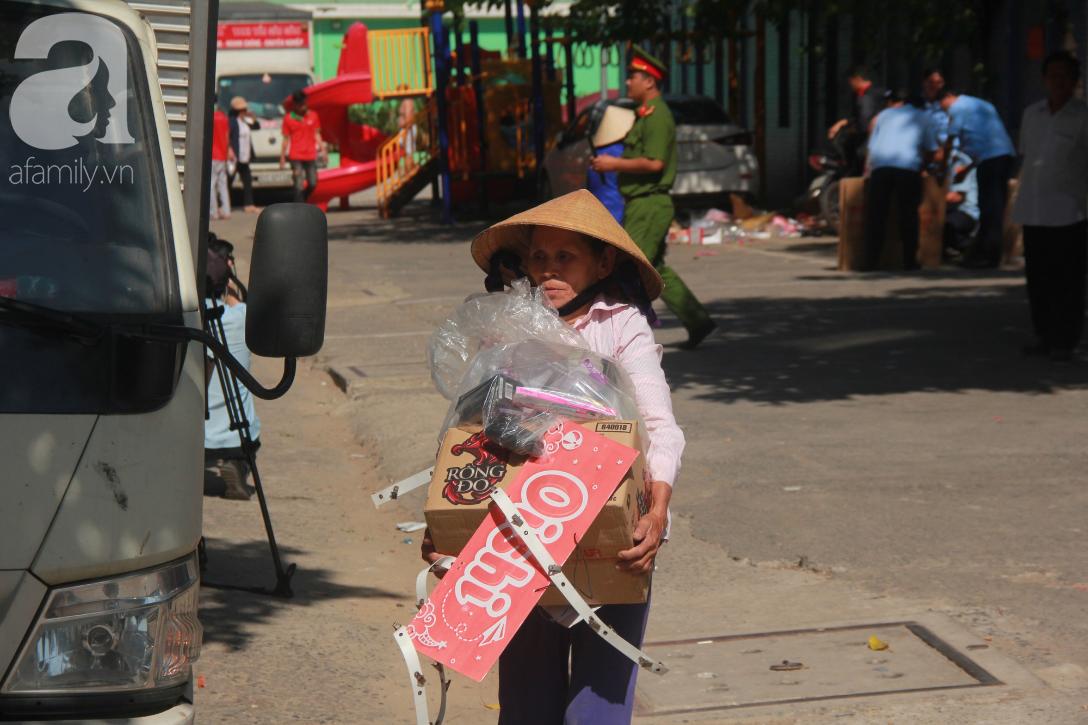 Chung cư bị nghiêng 45cm giữa trung tâm Sài Gòn, hàng trăm người dân khốn khổ chuyển nhà ngày cận Tết - Ảnh 6.