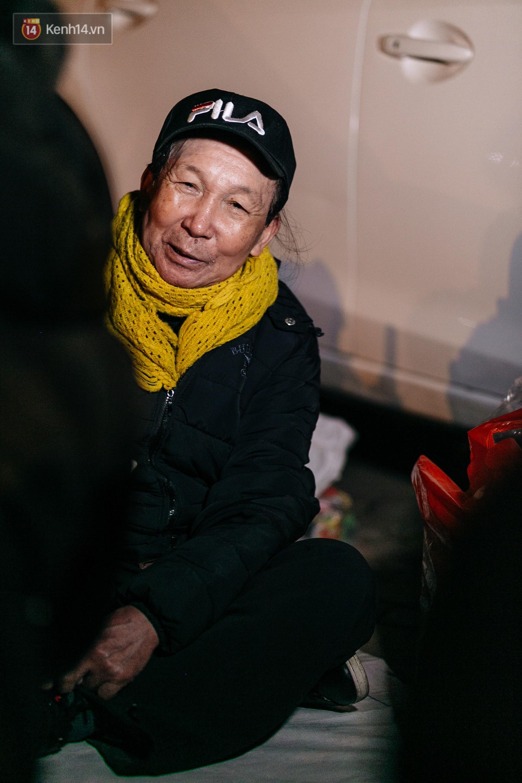 Phận người vô gia cư trên đường phố Hà Nội những ngày rét mướt: Chúng tôi cũng có một cái Tết như bao người khác - Ảnh 9.