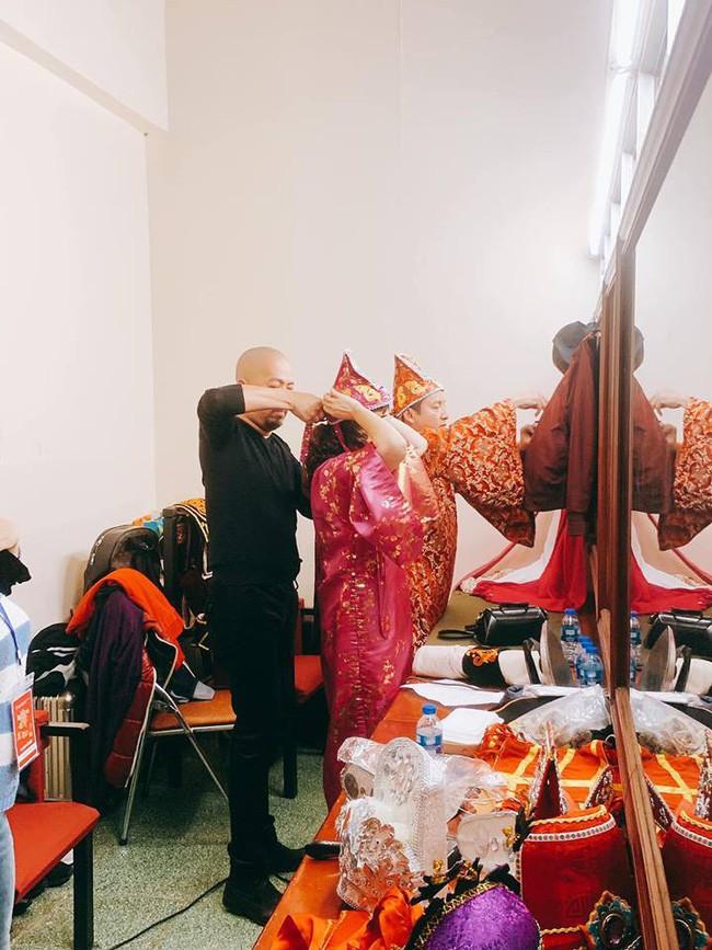 Các nghệ sĩ tất bật chuẩn bị trong hậu trường, lên đồ chỉn chu cho ngày ghi hình đầu tiên của Táo Quân 2019 - Ảnh 6.