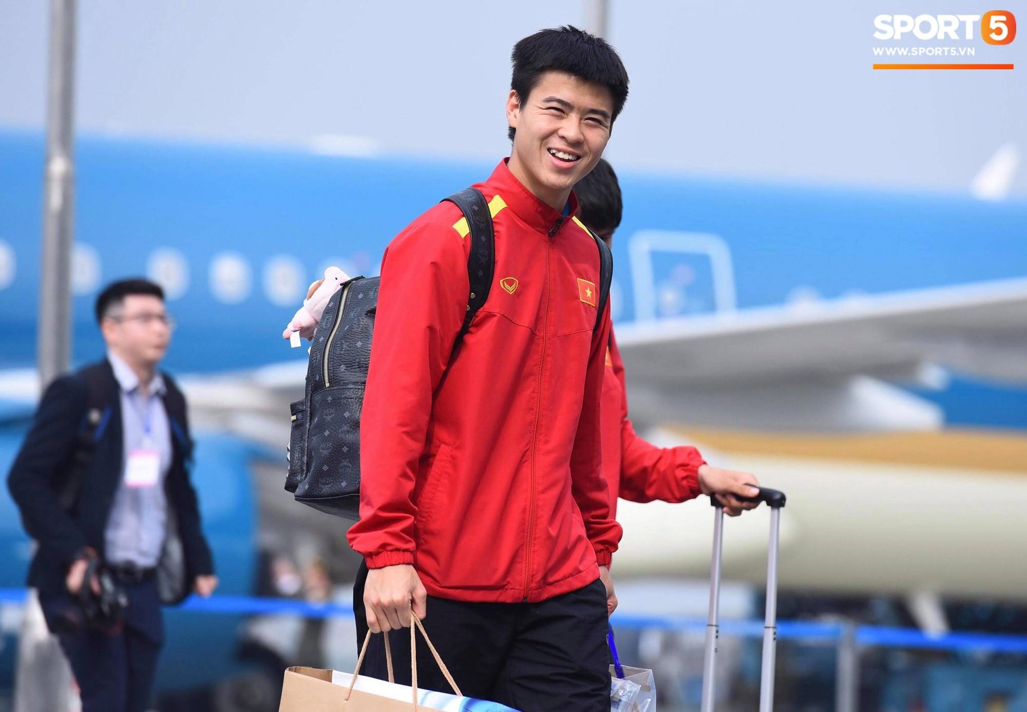 Đúng 14h15 máy bay chở đội tuyển Việt Nam đã hạ cánh xuống sân bay Nội Bìa. Ảnh: HP