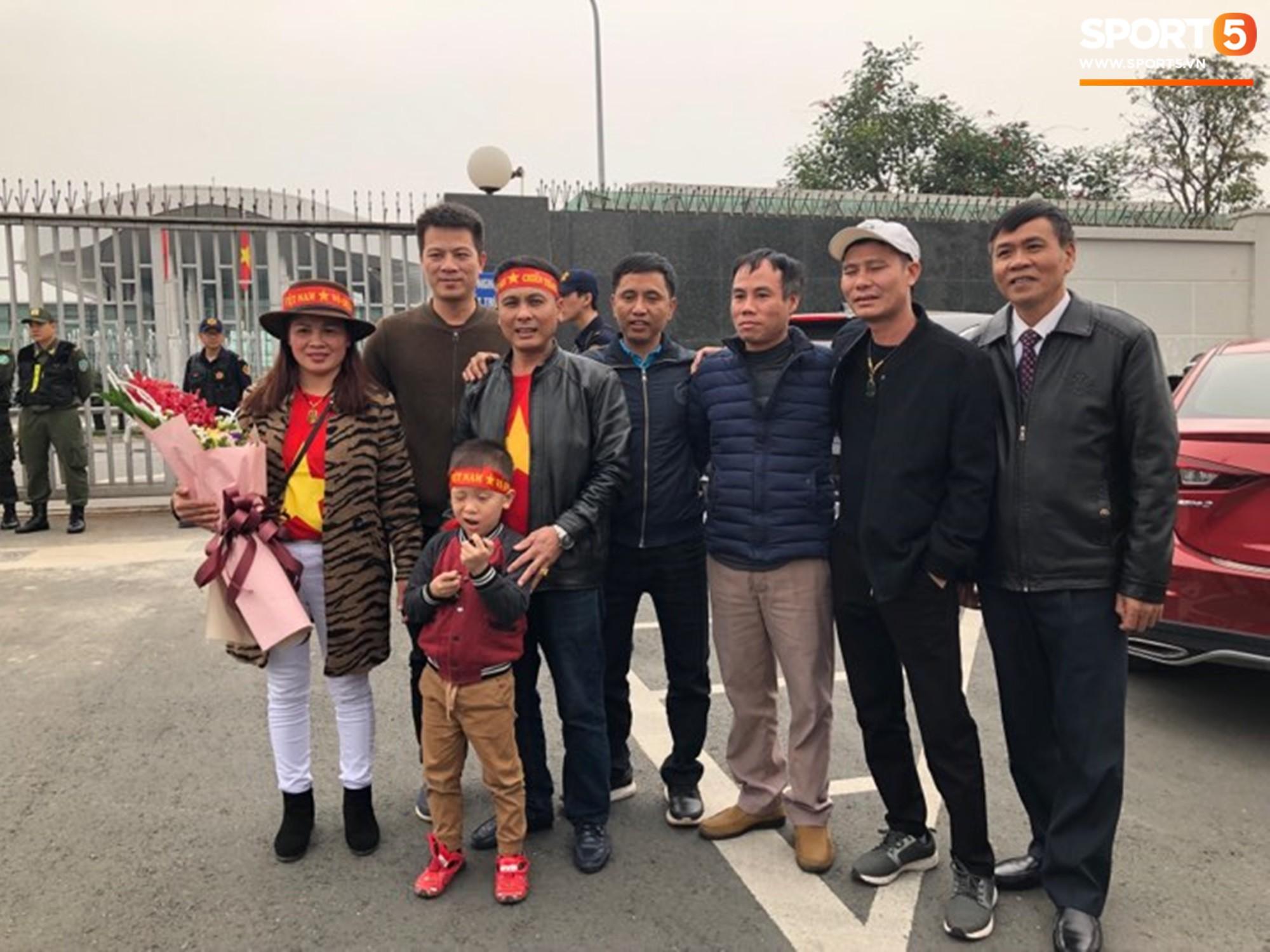 Gia đình cầu thủ Quang Hải. Ảnh: Ted Trần