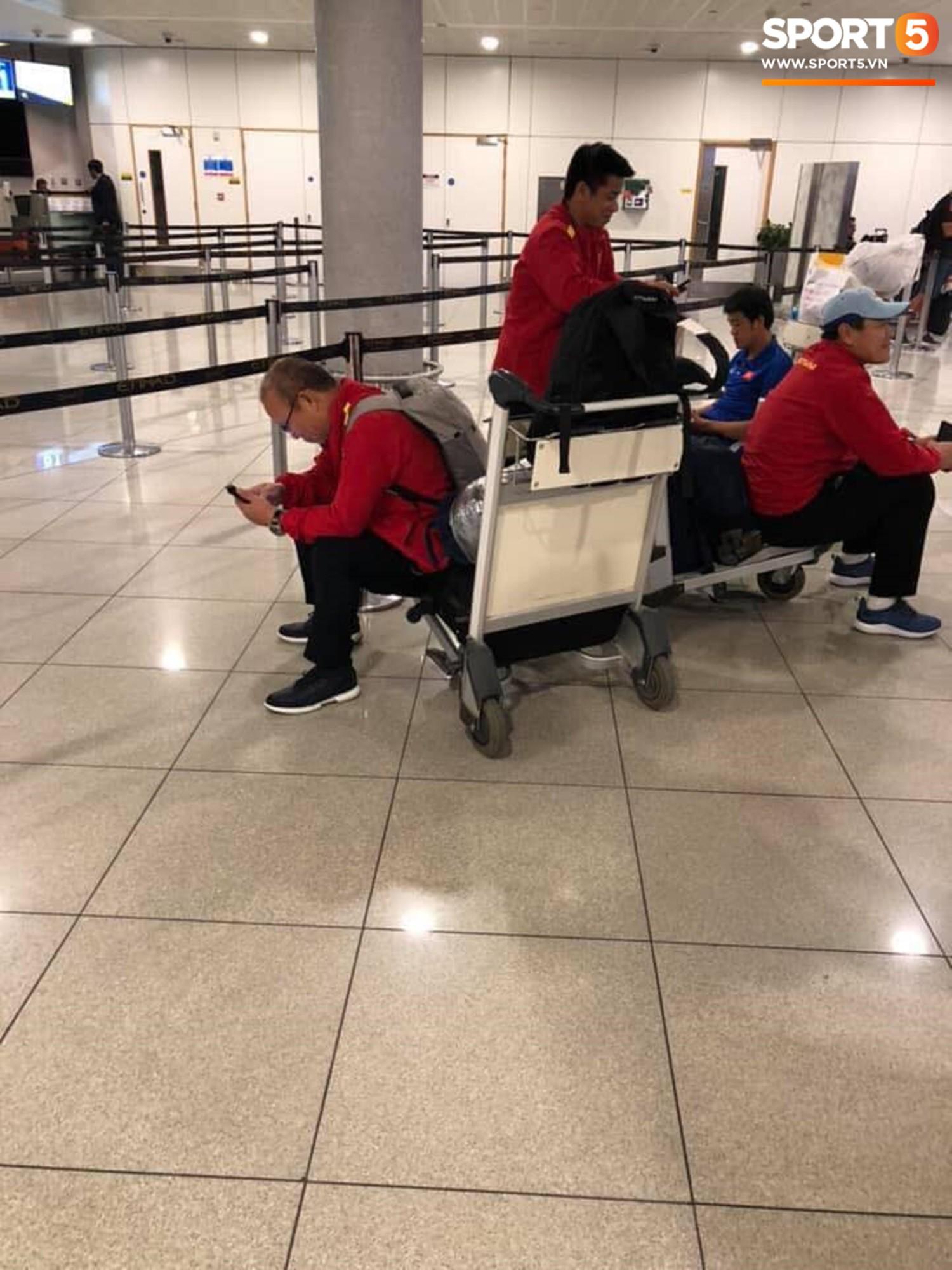 ĐT Việt Nam tại sân bay Bangkok (Thái Lan). Ảnh: Thế Tâm