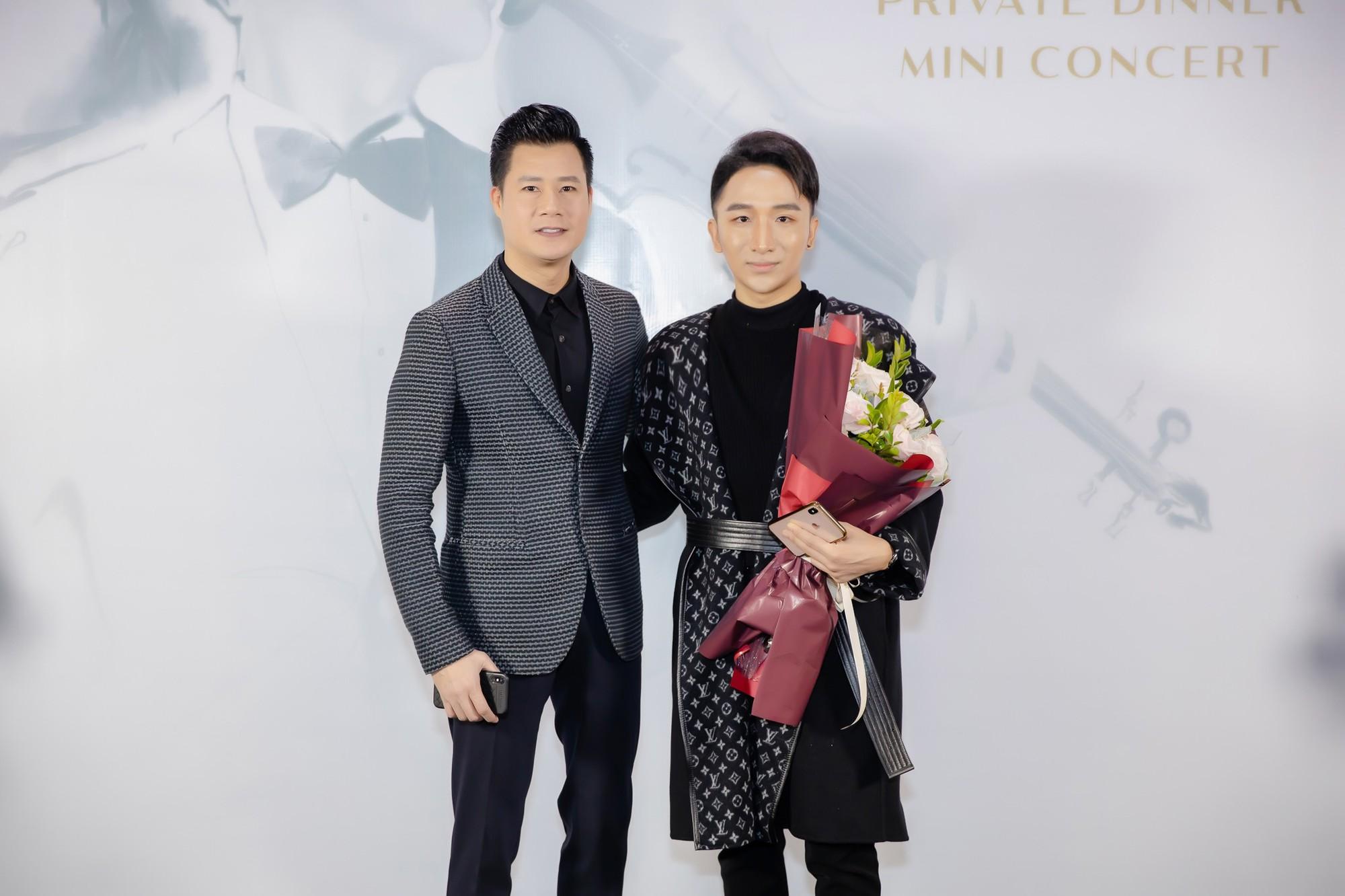 Hồ Ngọc Hà - Kim Lý cùng dàn sao Việt đến ủng hộ đêm nhạc riêng của nghệ sĩ violin Hoàng Rob - Ảnh 4.