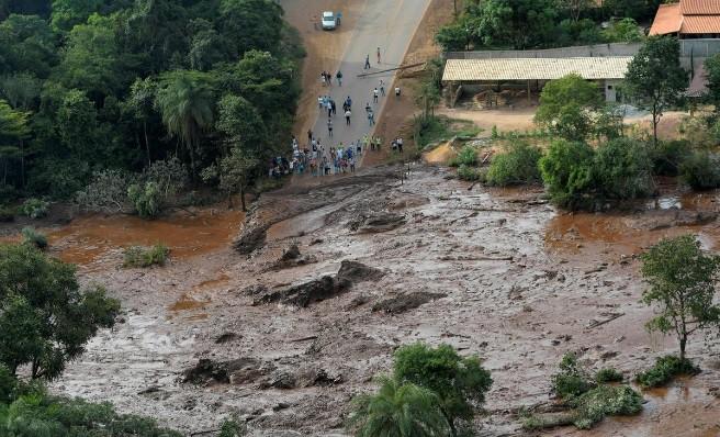 Ám ảnh hiện trường vỡ đập hồ chứa nước thải Brazil làm 200 người mất tích - Ảnh 1.