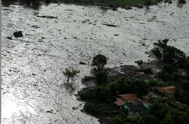 Ám ảnh hiện trường vỡ đập hồ chứa nước thải Brazil làm 200 người mất tích - Ảnh 2.