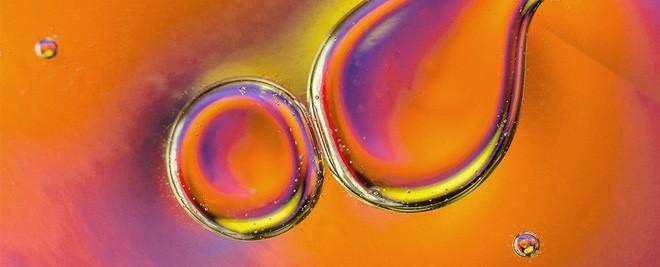 Các nhà khoa học chế tạo thành công nhiên liệu lỏng có thể lưu trữ năng lượng Mặt Trời trong vòng 18 năm - Ảnh 1.