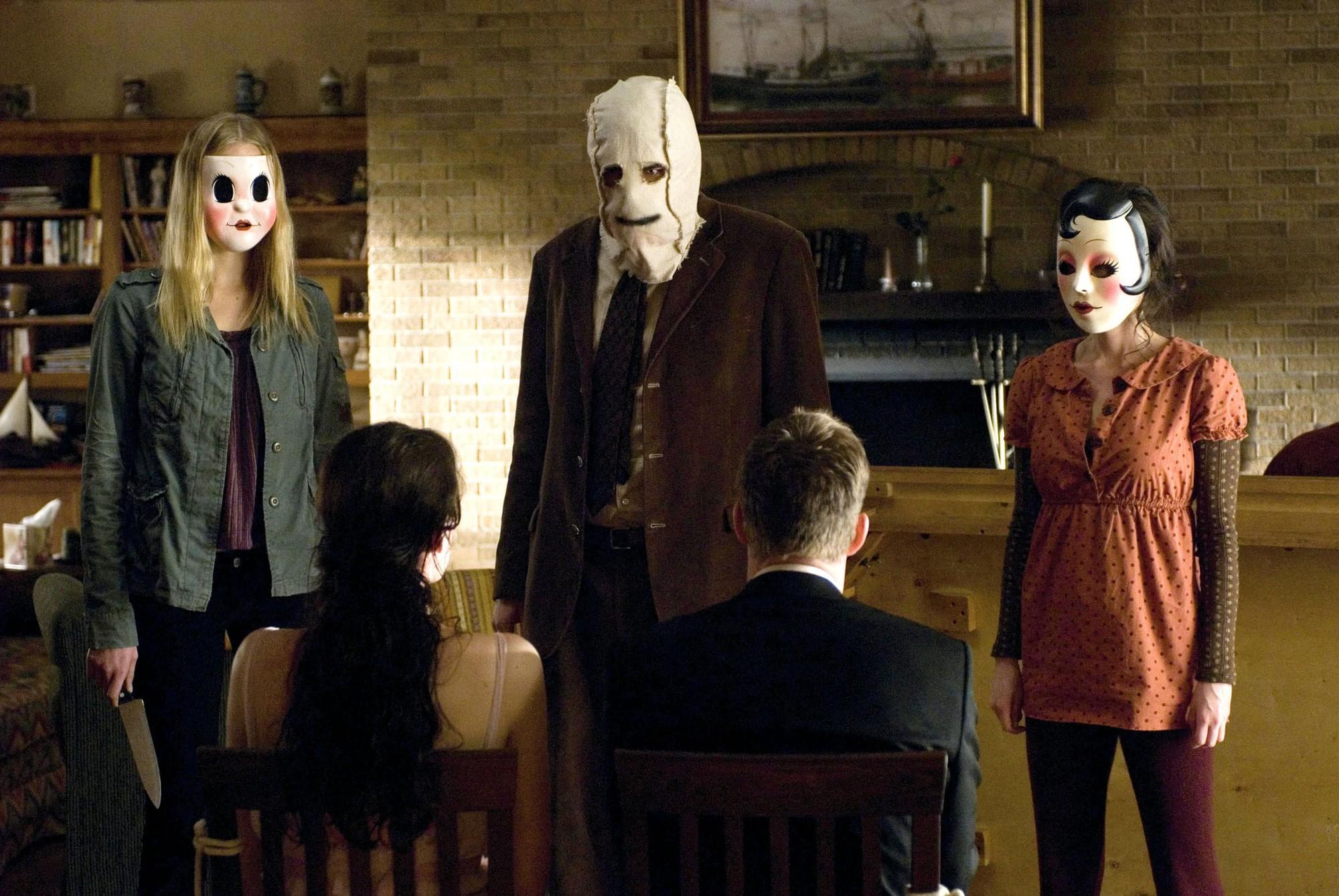 Thủ ngay bí kíp thoát chết trong phim kinh dị qua 7 hành động thiếu muối của các nhân vật chính - Ảnh 1.