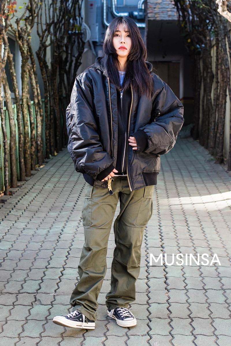 Street style giới trẻ Hàn tuần qua chính là nguồn cảm hứng bất tận cho các cô nàng anti phong cách bánh bèo - Ảnh 10.
