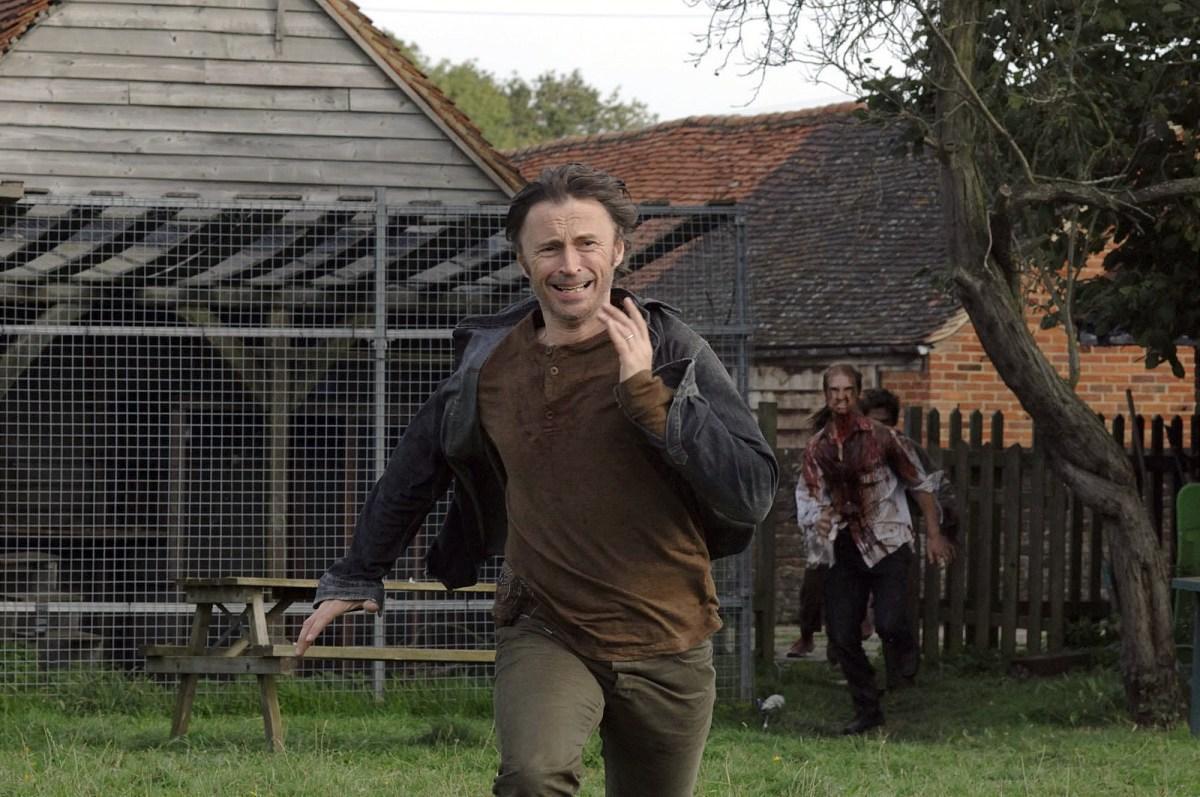Thủ ngay bí kíp thoát chết trong phim kinh dị qua 7 hành động thiếu muối của các nhân vật chính - Ảnh 2.