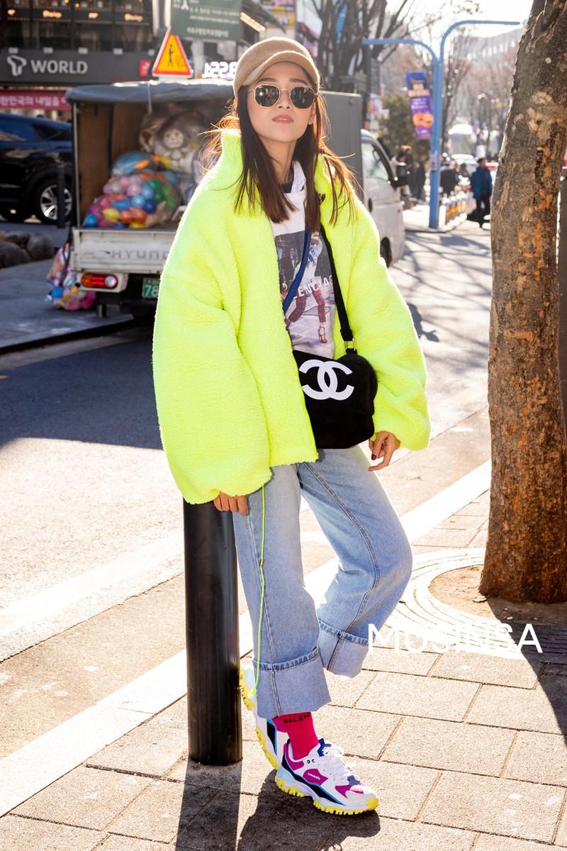Street style giới trẻ Hàn tuần qua chính là nguồn cảm hứng bất tận cho các cô nàng anti phong cách bánh bèo - Ảnh 3.