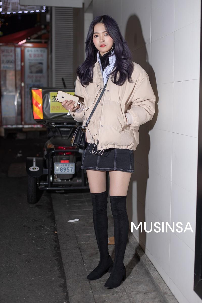 Street style giới trẻ Hàn tuần qua chính là nguồn cảm hứng bất tận cho các cô nàng anti phong cách bánh bèo - Ảnh 4.