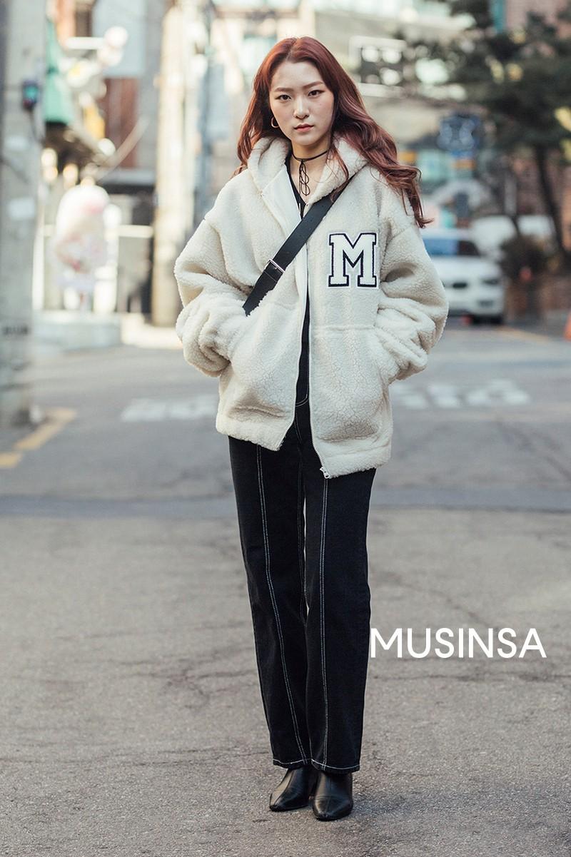 Street style giới trẻ Hàn tuần qua chính là nguồn cảm hứng bất tận cho các cô nàng anti phong cách bánh bèo - Ảnh 7.