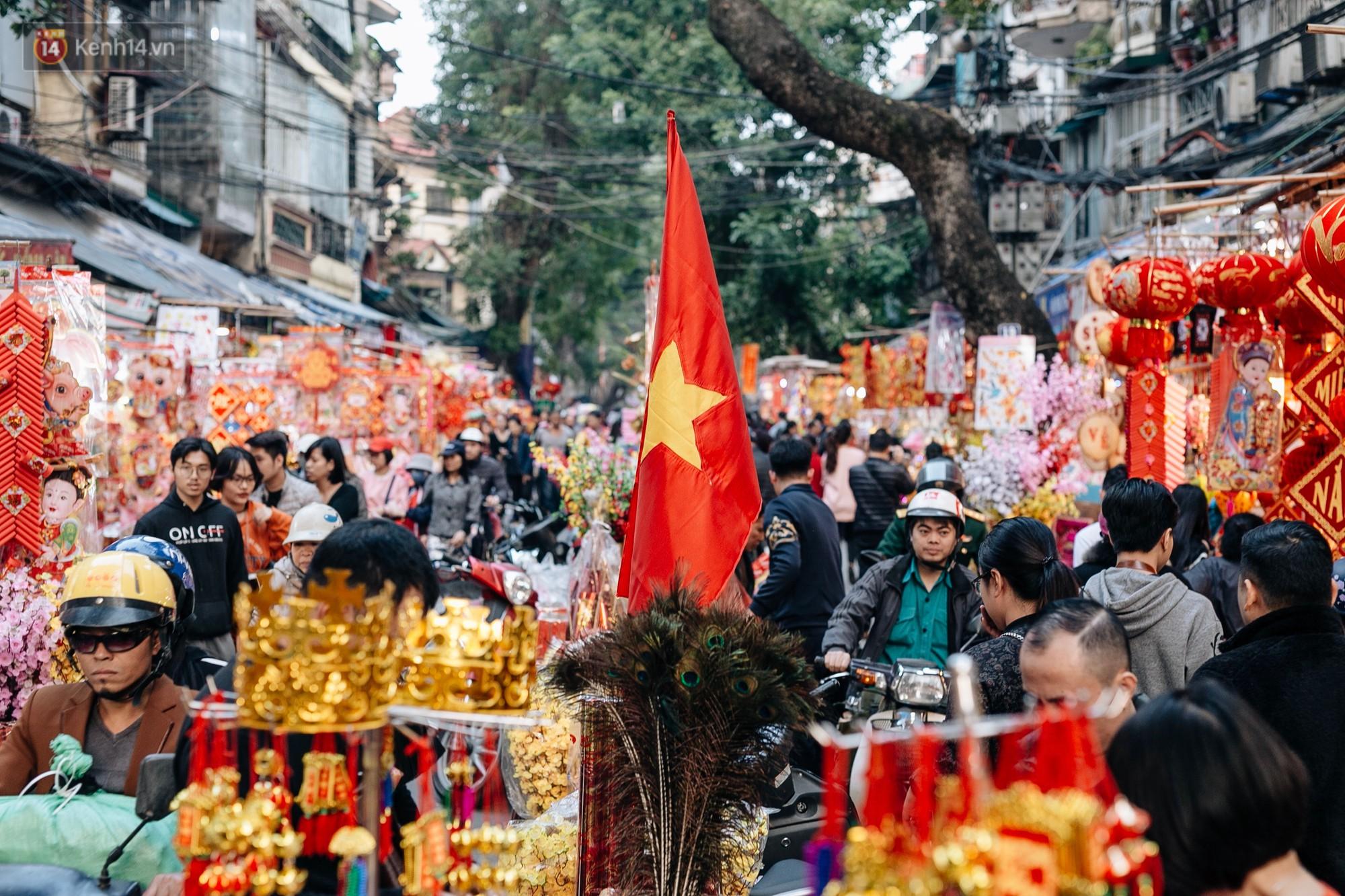Rộn ràng không khí Tết tại chợ hoa Hàng Lược - phiên chợ truyền thống lâu đời nhất ở Hà Nội - Ảnh 4.