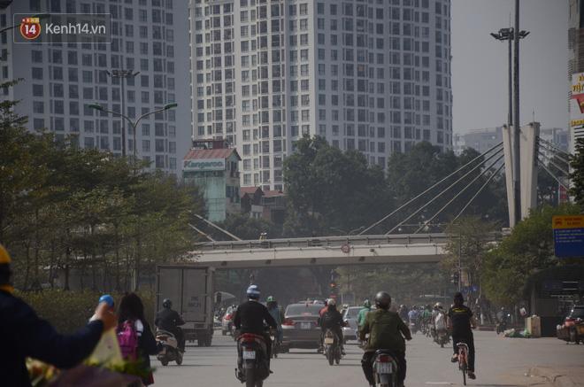 Không khí thành phố Hà Nội chạm mức nguy hại, chuyên gia lên tiếng lý giải nguyên nhân - Ảnh 5.
