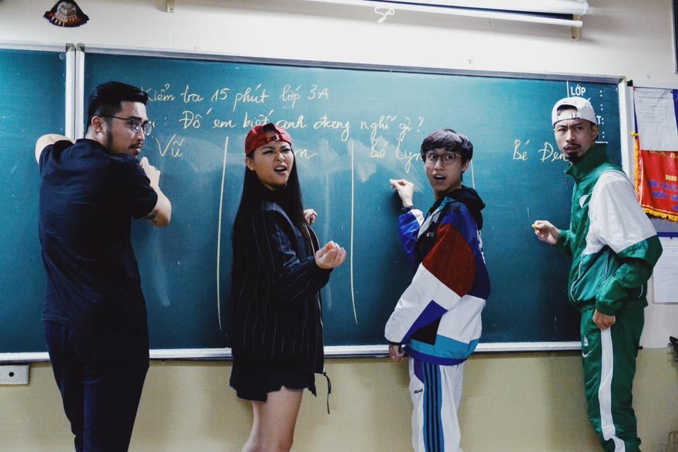 Bức ảnh lớp học trong mơ gây sốt MXH: Có 4 nghệ sĩ đình đám, trong đó 2 người hot nhất giới Underground - Ảnh 1.