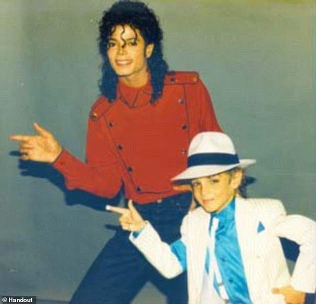Showbiz thế giới lại chấn động vì bộ phim tài liệu tố cáo quá khứ ấu dâm của Michael Jackson - Ảnh 2.