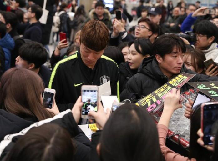 Cùng vào đến tứ kết như Việt Nam nhưng tuyển Hàn Quốc về nước trong sự buồn bã, cầu thủ hối hận cúi đầu xin lỗi fan - Ảnh 6.