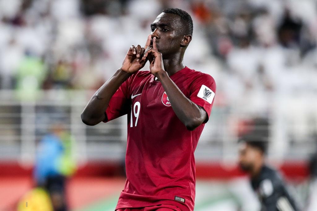 Đội tuyển thua nhục nhã, CĐV nước chủ nhà UAE còn để lại hình ảnh vô cùng xấu xí - Ảnh 8.