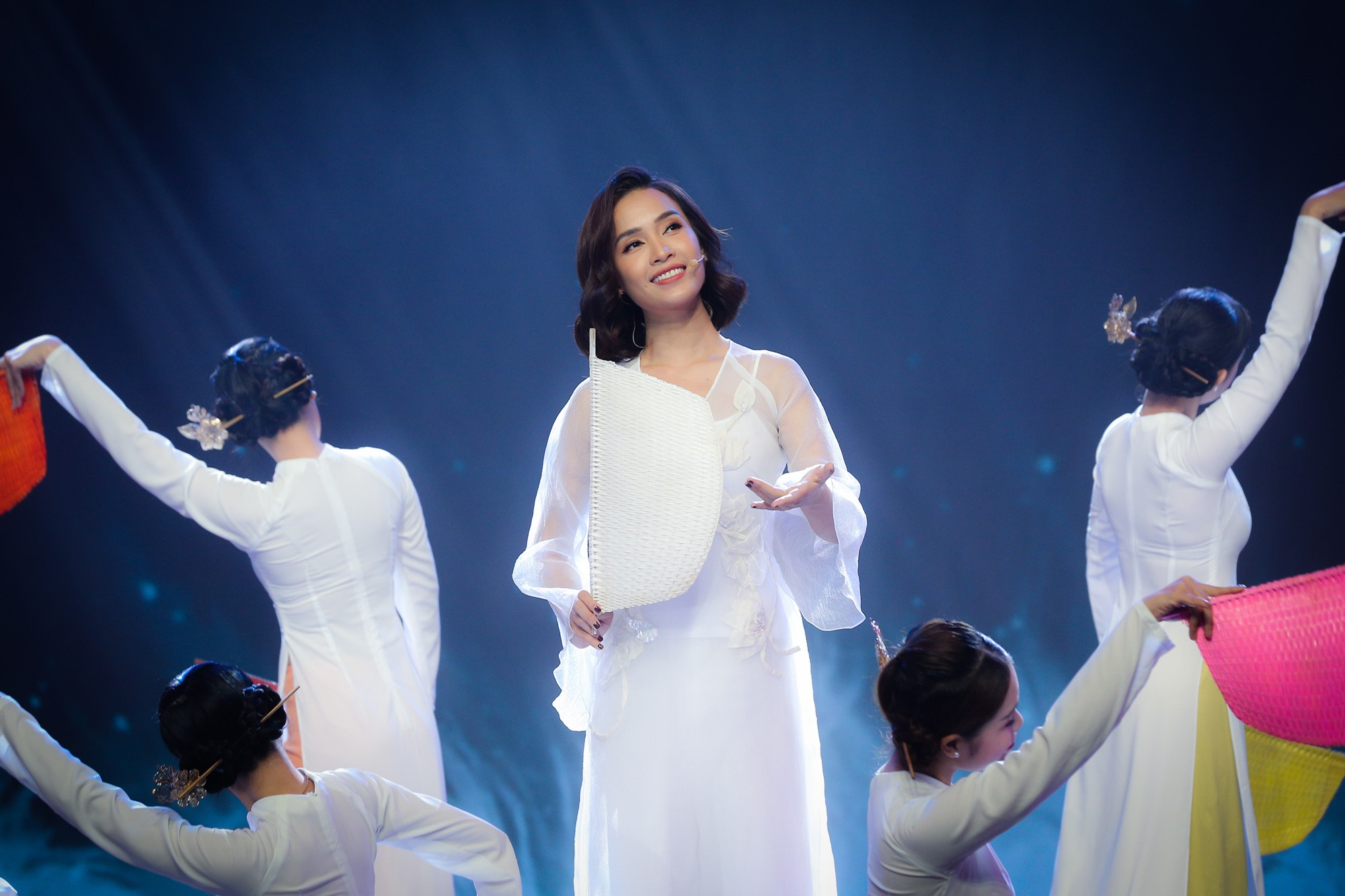 Hồ Ngọc Hà, Noo Phước Thịnh cùng hơn 30 nghệ sĩ Vpop đồng loạt quy tụ trong chương trình nhạc Xuân rộn ràng - Ảnh 8.