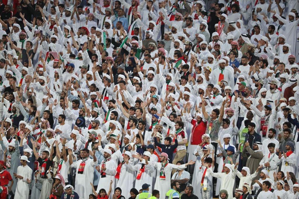 Đội tuyển thua nhục nhã, CĐV nước chủ nhà UAE còn để lại hình ảnh vô cùng xấu xí - Ảnh 9.