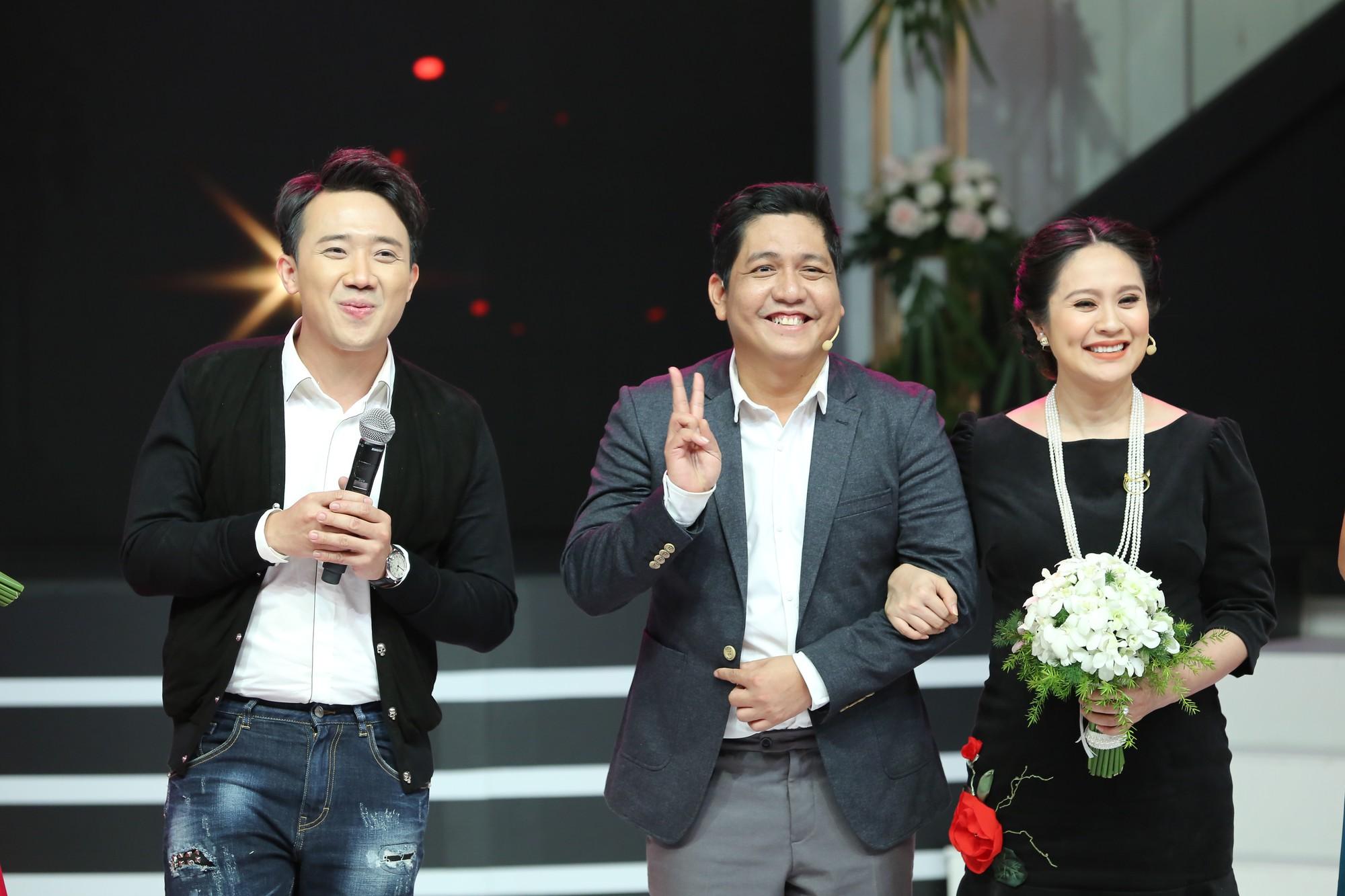Dù bầu vượt mặt, Thanh Thúy bất ngờ cầu hôn Đức Thịnh trên sóng truyền hình - Ảnh 2.