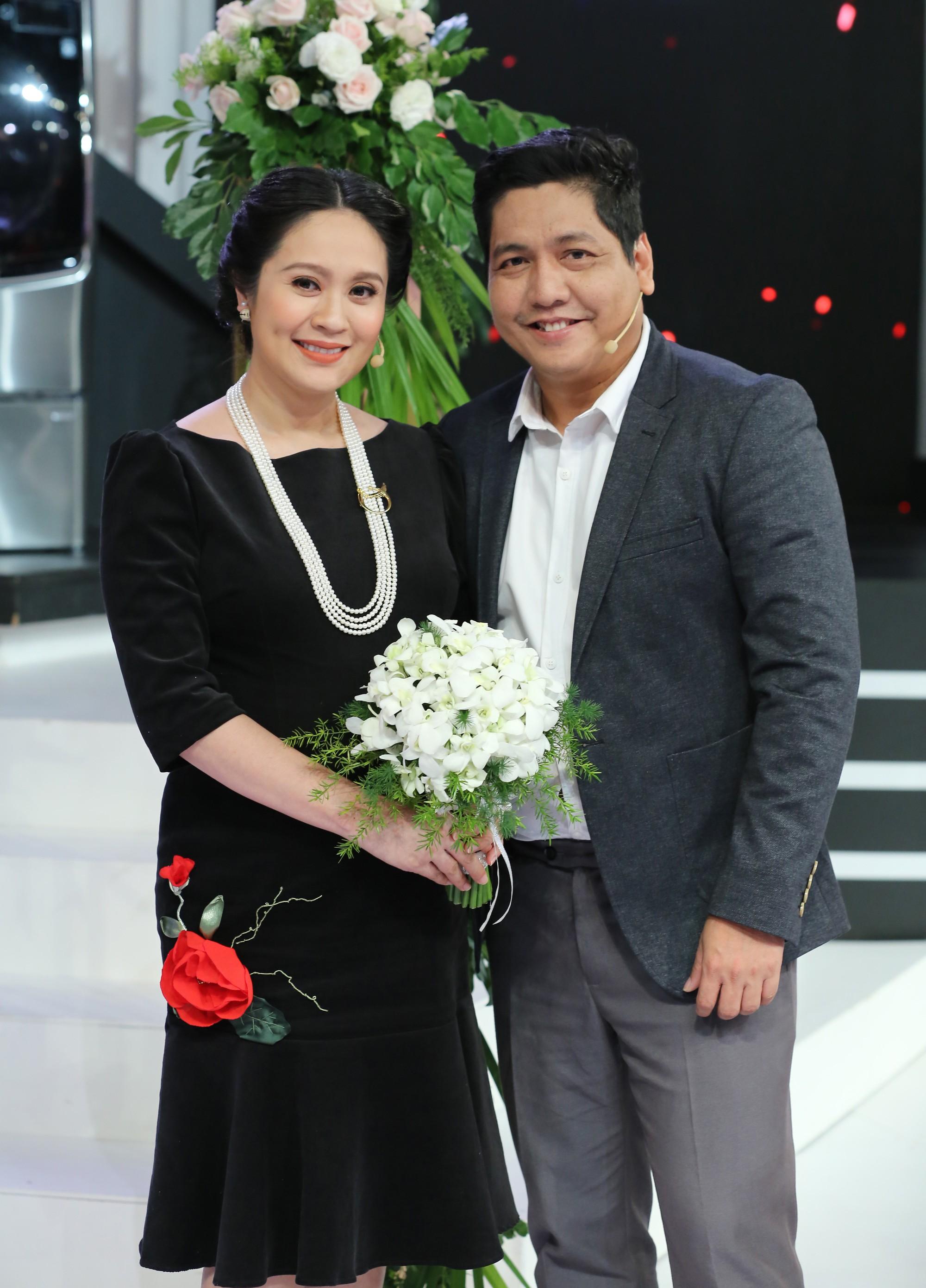 Dù bầu vượt mặt, Thanh Thúy bất ngờ cầu hôn Đức Thịnh trên sóng truyền hình - Ảnh 4.